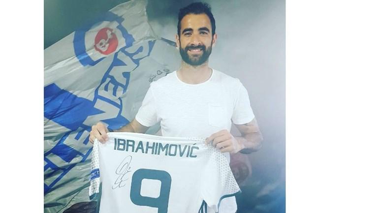 Tiago Caeiro recebeu camisola autografada de Zlatan Ibrahimovic