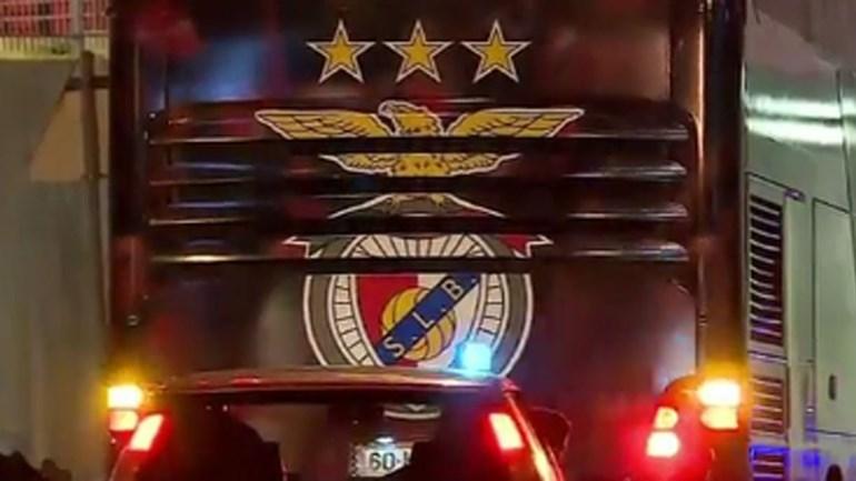 Jogadores do Benfica recebidos em clima de festa na Luz