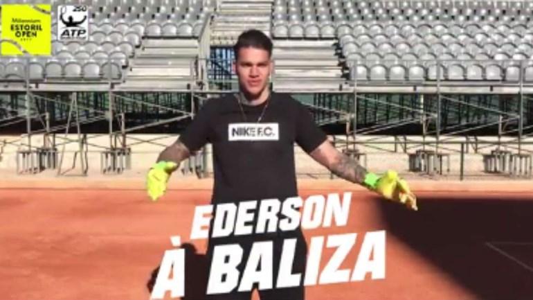 Já imaginou Ederson a defender remates (de raquete) de João Sousa? Então, veja...