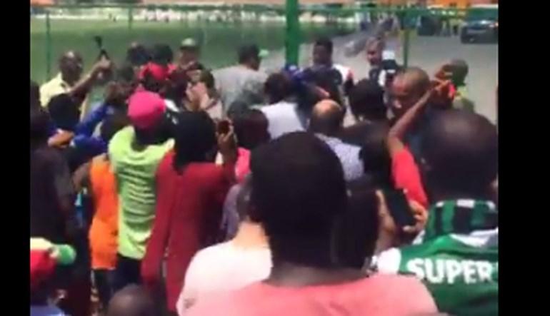 Sporting inaugura academia em Angola e Gelson Dala é recebido como herói