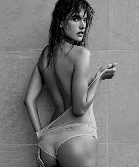 Alessandra Ambrósio está a deixar todos de queixo caído... com isto!