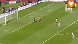 O primeiro golo do Benfica: Erro de Miguel Silva e toque de mestre de Jiménez