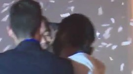 Isco interrompe entrevista e dá beijo na boca a Sergio Ramos