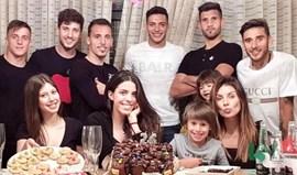 Raúl Jiménez juntou colegas de balneário do Benfica para celebrar aniversário
