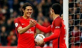 Cavani bisa e ainda falha penálti na goleada do PSG