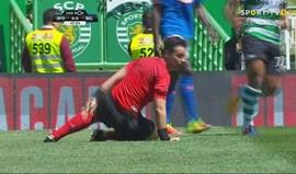 A 'entrada' de Abel Camará que levou o árbitro ao tapete...