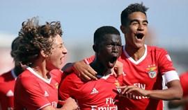 Benfica vence Anadia e mantém-se líder