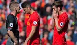 Liverpool empata e deixa luta pela Champions ainda mais acesa