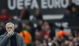 Mourinho manda 'boca' a árbitro e diz que os jogadores deviam ir para... as termas
