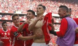 Jonas marcou, tirou a camisola e apontou para o símbolo do Benfica