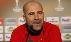 Treinador do Ajax 'ataca' Mourinho e as queixas por falta de descanso