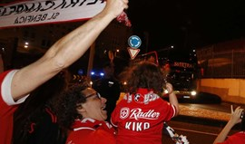 Autocarro do Benfica recebido em festa na Luz