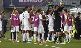Irão e Uruguai vencem