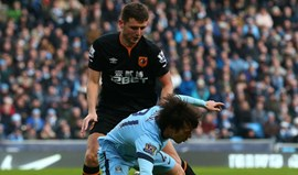 Alex Bruce agradece ao Hull City ter sido dispensado através... do Twitter