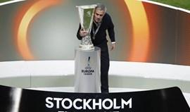 José Mourinho a ouvir e a rir dos poetas do futebol