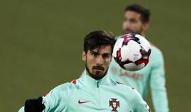 André Gomes à disposição de Fernando Santos no treino da Seleção