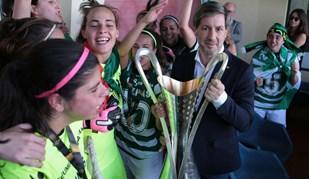 Bruno de Carvalho juntou-se à festa com as campeãs nacionais de futebol