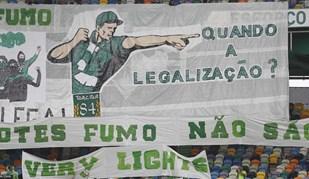 Claques do Sporting deixam várias mensagens