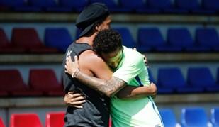 Olhem quem apareceu no treino do Barcelona... e foi aquele abraço
