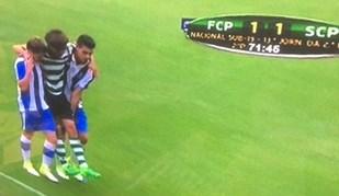 Juniores: Momento de grande desportivismo aos 72' no FC Porto-Sporting