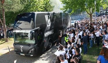 Milhares de adeptos dão as boas vindas ao europeu Vitória