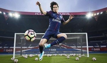 Edison Cavani aprova o novo 'figurino' do Paris Saint-Germain