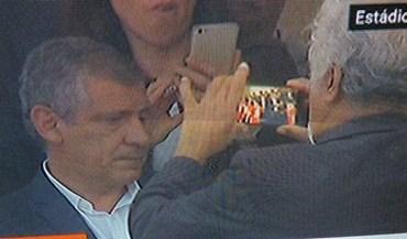 Xanana Gusmão na final da Taça a gravar o momento para a posteridade