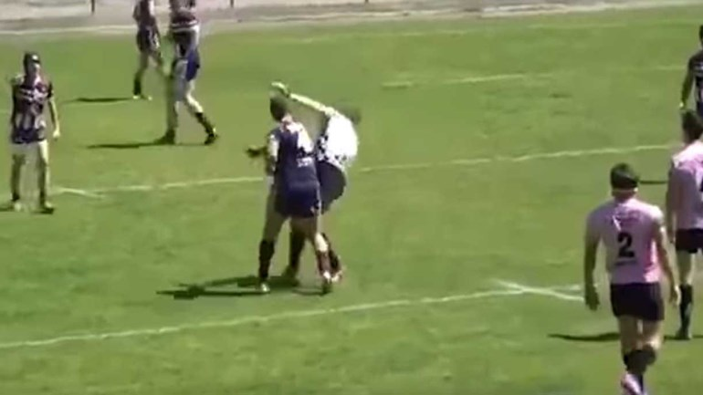 Jogador de râguebi foi banido devido a esta agressão brutal ao árbitro