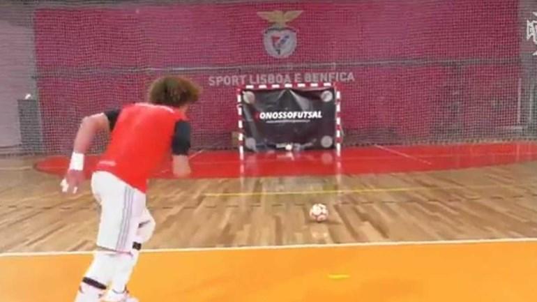 Jogadores do Benfica tentaram acertar no ângulo. Terão conseguido?