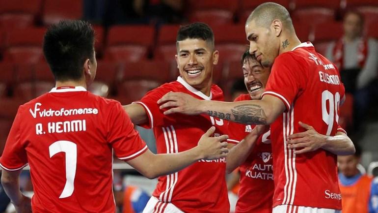 Benfica vence Sporting em jogo com confrontos nas bancadas