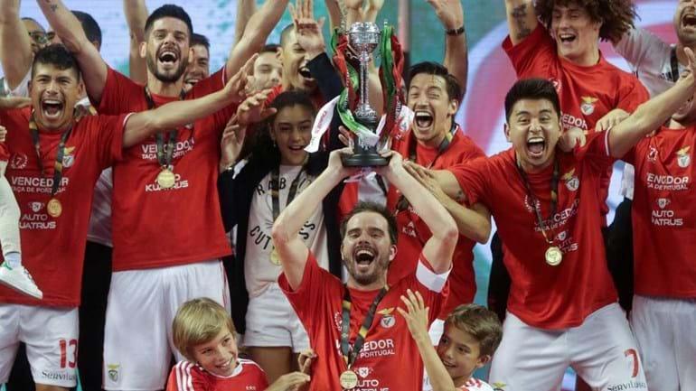 Benfica goleia Burinhosa e conquista a Taça de Portugal