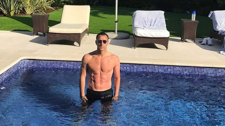 John Terry desfruta do calor algarvio