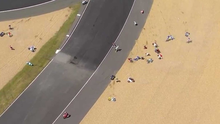 Impressionante 'queda coletiva' em Le Mans
