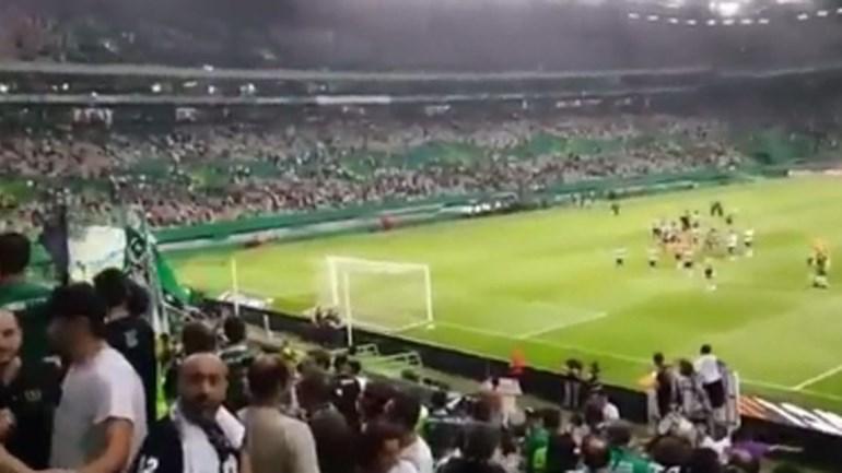 Adeptos do Sporting na despedida: «Joguem à bola, joguem à bola»
