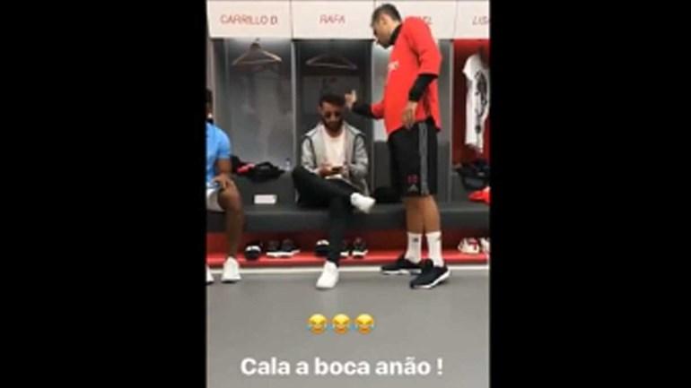 Há uma 'corrente' de calduços no balneário do Benfica?