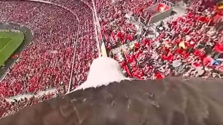 Já imaginou 'voar' com a águia Vitória no Estádio da Luz? Agora já pode