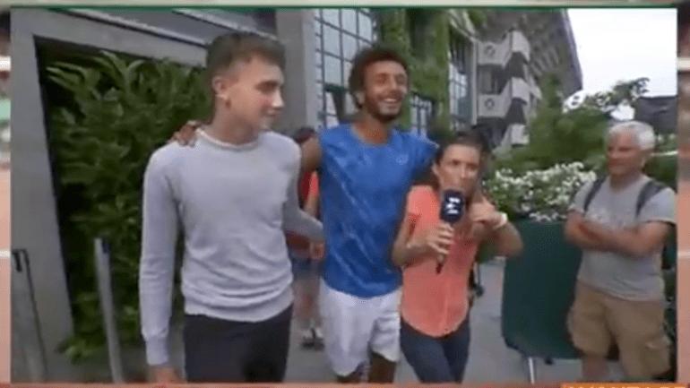 Roland Garros retira credencial de tenista francês por beijar repórter à força