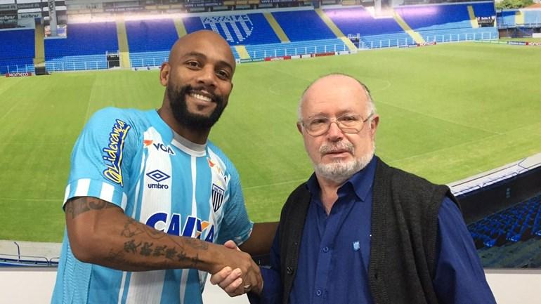 Avaí anuncia contratação do veterano lateral-direito Maicon, ex-Cruzeiro e Seleção