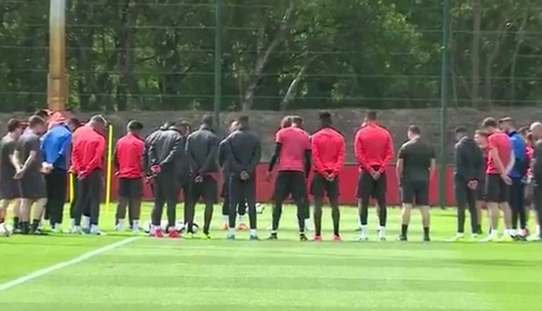 A sentida homenagem do United às vítimas do atentado em Manchester