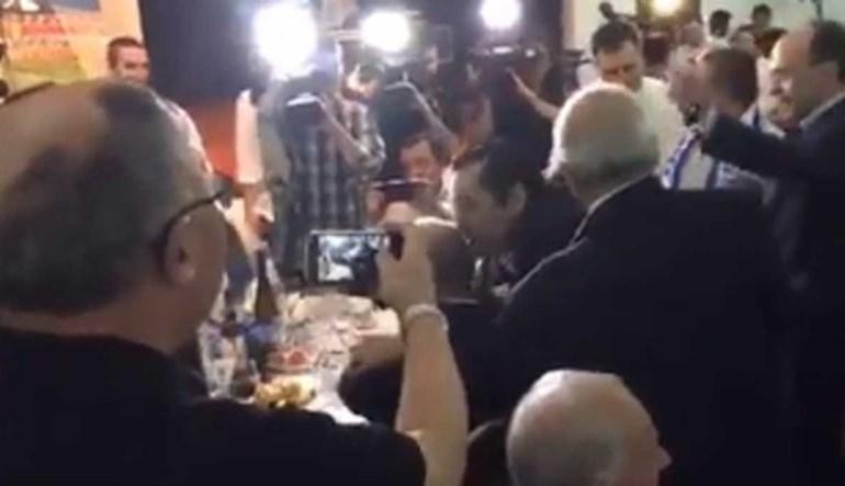 Nem Pinto da Costa se livrou de levar uma beijoca de Futre...