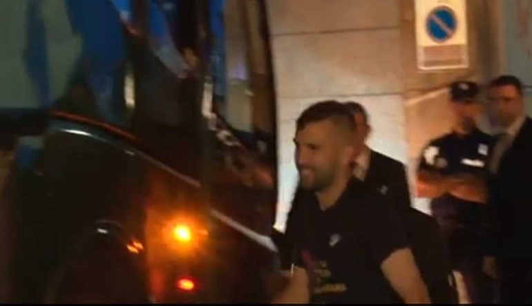 Jordi Alba a caminho do Alavés (mas só do autocarro, calma!)