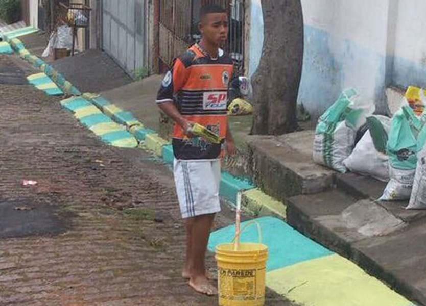 Joga na Premier League mas em 2014 ajudou a pintar as ruas do Brasil