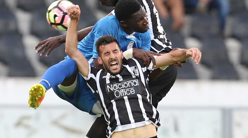 A crónica do V. Guimarães-Feirense (0-1): Machado cortou pernas ao berço