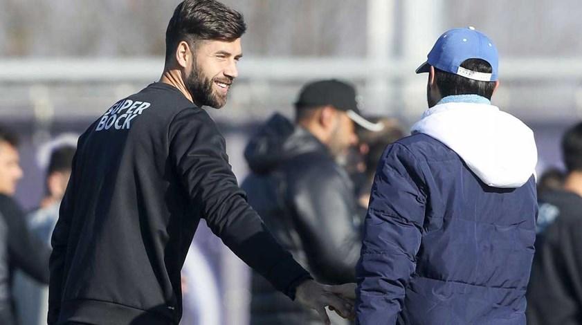 FC Porto esclarece pagamento da transferência de Felipe