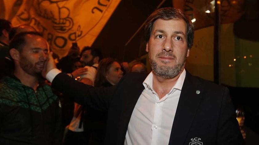 Bruno de Carvalho e a equipa de andebol: «Eles de menino têm pouco»