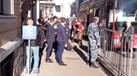 Cristiano Ronaldo sai do autocarro... e começam os gritos