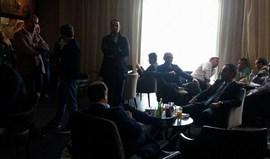 Jorge Mendes, o patrão do PSG, Leonardo Jardim e António Salvador num recheado hall VIP