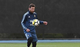 Pai de Messi regressa a Barcelona e pode ajudar na renovação do filho