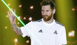 Messi faz a renovação esperar e parte de férias para Ibiza