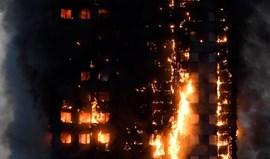 Pelo menos 30 feridos em incêndio em torre residencial em Londres